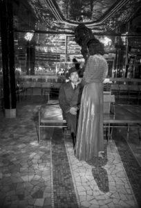 """Milano - 1947 Nella foto: interno della """" Casa Chiusa """" di Via Chiaravalle FARABOLAFOTO ( 499 )"""
